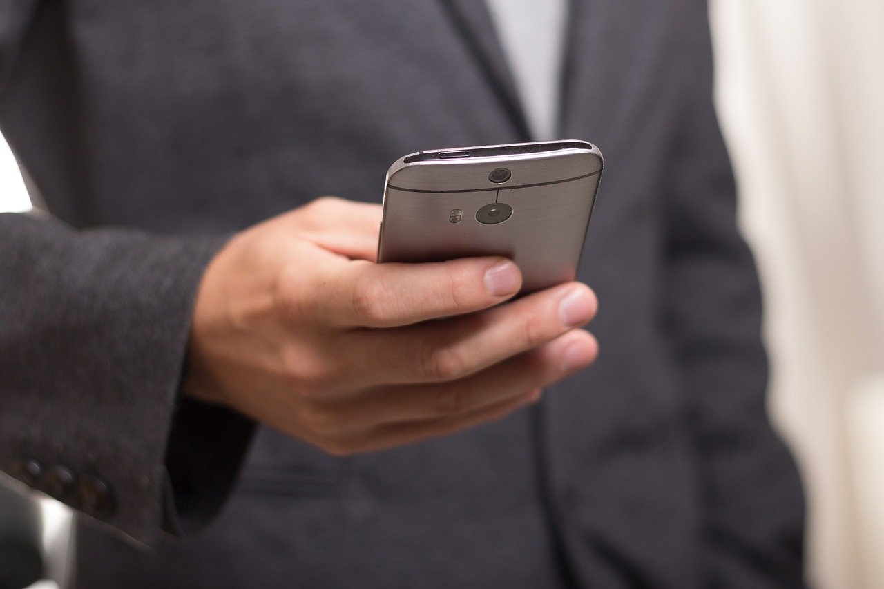 Why A Mobile Desk Phone Is Needed To Improve Sales